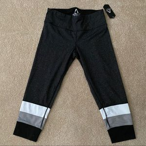 NWT Athletic Collection Crop leggings size M